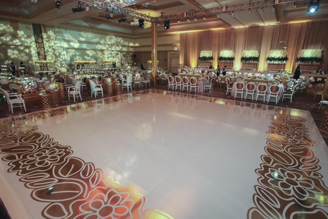 Jose-Graterol-Designs-Turnberry-Isle-Best-Miami-Wedding-dance-floor-lighting-room-view-1046x697