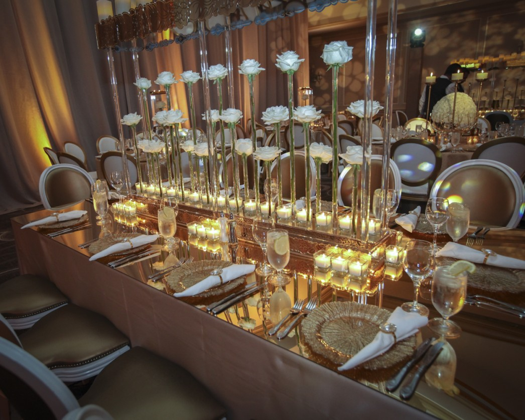 Jose-Graterol-Designs-Turnberry-Isle-Best-Miami-Wedding-long-royal-kings-table-roses-gold-white-1046x838